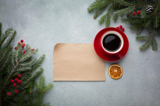 Tazza di caffè vista dall'alto con mock-up