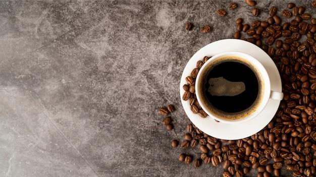 Tazza di caffè vista dall'alto con spazio di copia