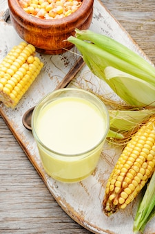 Tazza di latte di mais