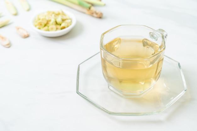 Tazza di succo di citronella calda