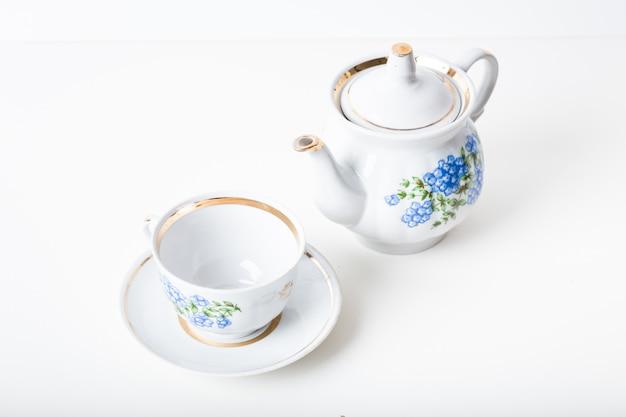 Tazza di tè con teiera in stile vintage