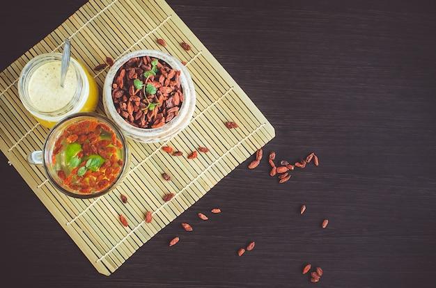 Tazza di tè dietetico delizioso alla bacca di goji