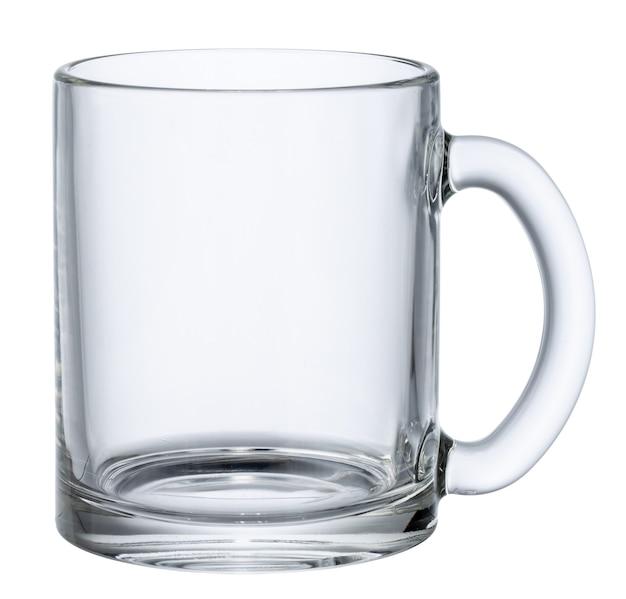 Tazza di vetro vuota isolata su bianco