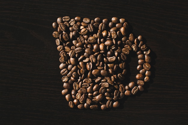 Tazza fatta di chicchi di caffè