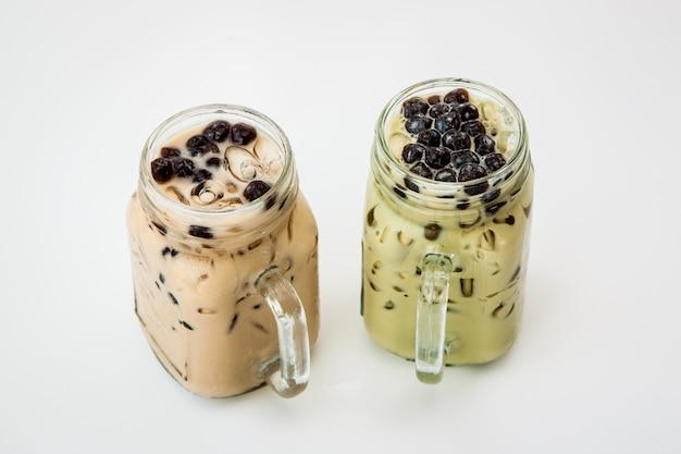 Tè al latte ghiacciato di taiwan e tè verde di taiwan con latte e bubble boba