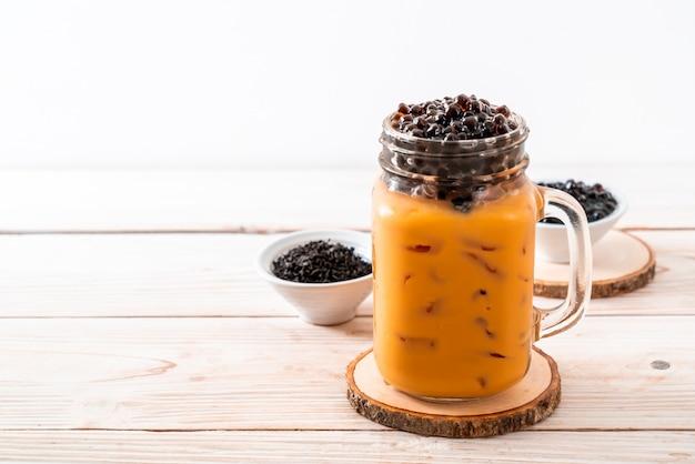Tè al latte tailandese con bolle