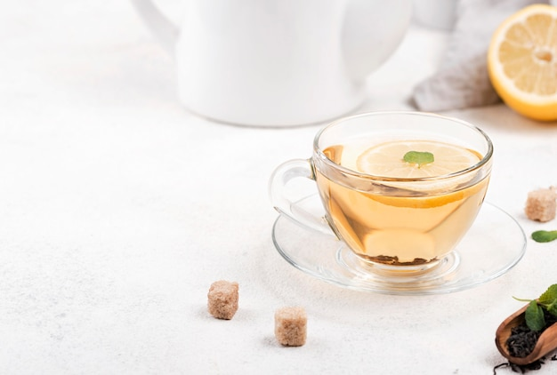 Tè alla coscia con limone
