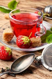 Tè alla fragola estiva