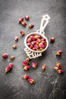 Tè boccioli di rosa