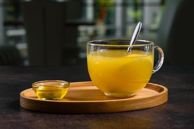 Tè caldo invernale dall'olivello spinoso