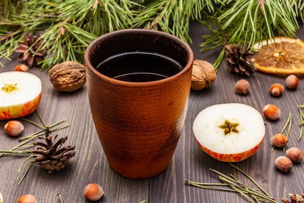 Tè caldo natalizio. umore di capodanno