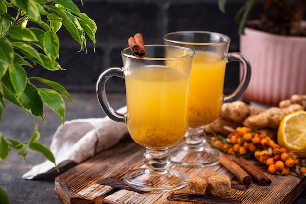 Tè caldo sano dell'olivello spinoso