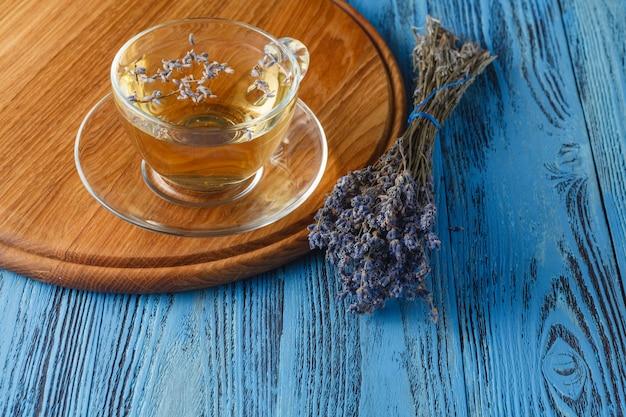 Tè con fiori di lavanda