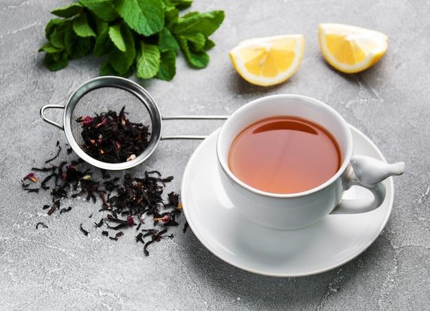 Tè con limone e menta