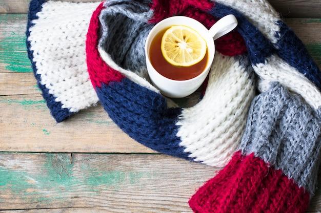 Tè con sciarpa