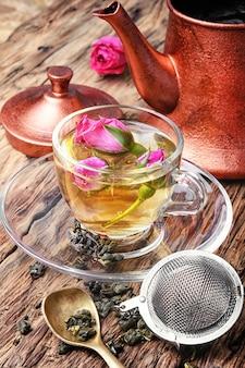Tè floreale con rosa tea