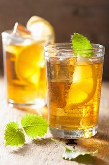 Tè freddo al limone e melissa