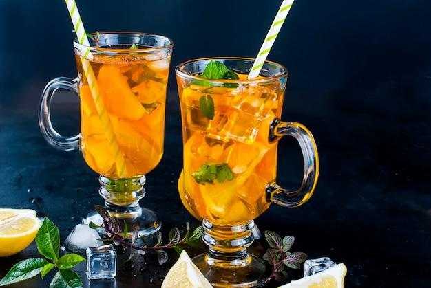 Tè freddo al limone, menta e ghiaccio