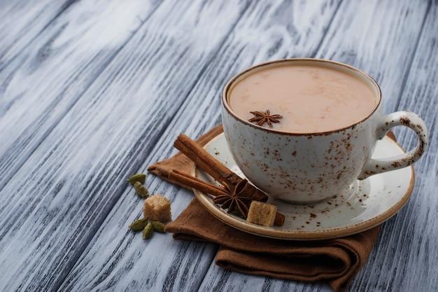 Tè indiano masala con spezie