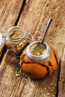 Tè infusibile su legno