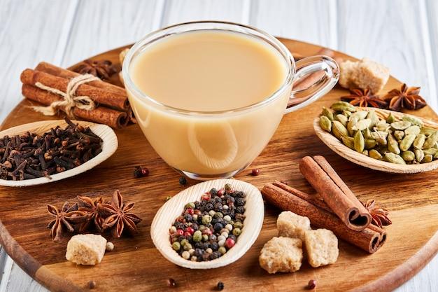 Tè masala con spezie