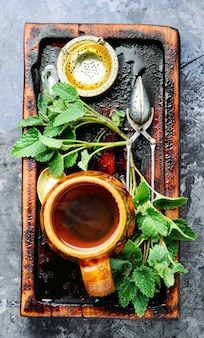 Tè naturale alla melissa