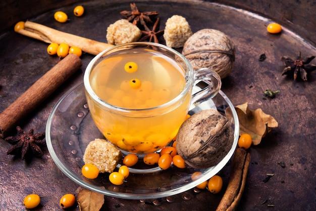 Tè sano con l'olivello spinoso