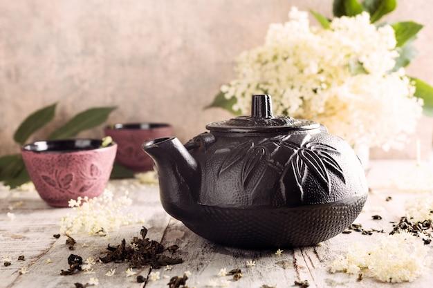 Tè verde con fiori di sambuco