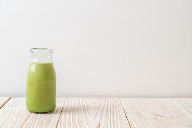 Tè verde matcha con latte