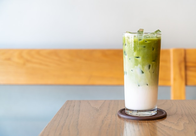 Tè verde matcha ghiacciato con latte