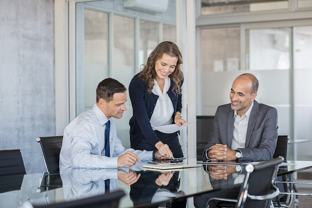 Team di aziende che lavorano insieme