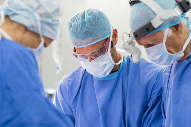 Team di chirurghi operativi