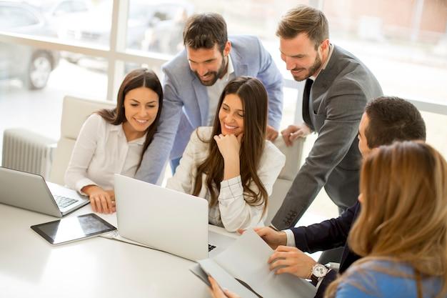 Team di giovani imprenditori