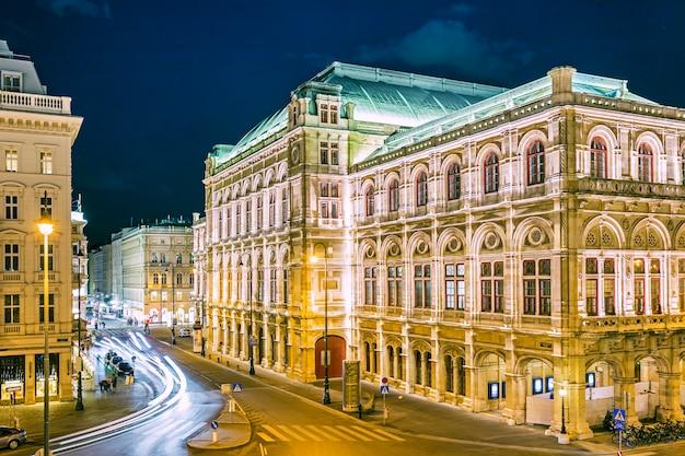 Teatro dell'opera a vienna alla notte, austria