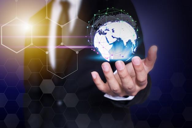 Tecnologia e comunicazione di rete dell'uomo d'affari