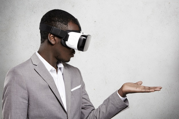 Tecnologia, intrattenimento, giochi e cyberspazio.