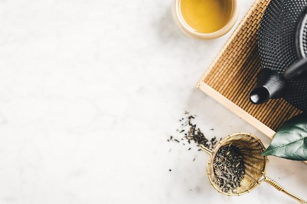 Teiera con tè