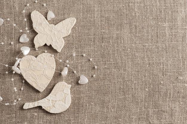 Tela di lino con farfalla bianca