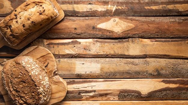 Telaio di cibo piatto laico con pane cotto