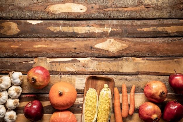 Telaio di cibo vista dall'alto con frutta e verdura