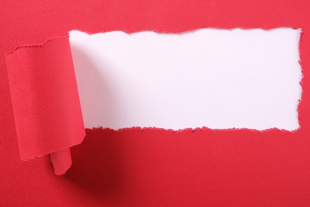 Telaio strappato strappato striscia di carta rossa