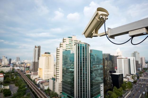 Telecamera di sicurezza e video urbano (cctv) sull'edificio