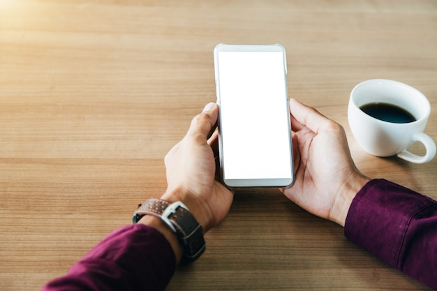 Telefono cellulare con tecnologia schermo vuoto e il concetto di stile di vita.
