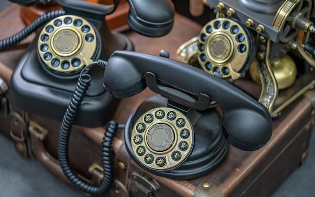 Telefono da tavolo nero antico