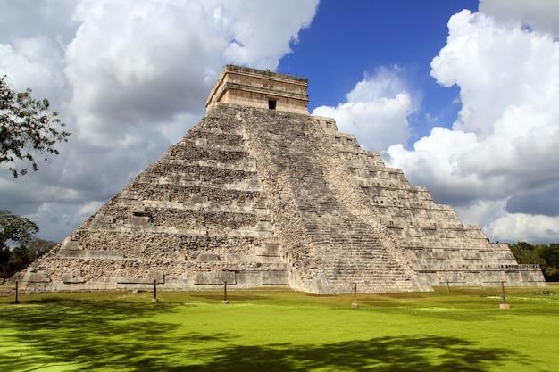 Tempiale mayan antico della piramide di chichen itza messico