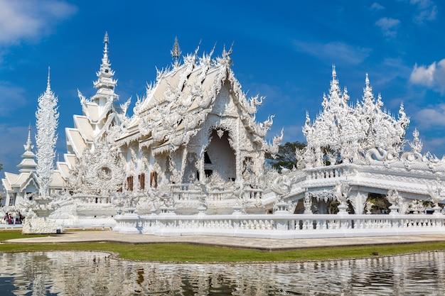 Tempio bianco wat rong khun in chiang rai, tailandia