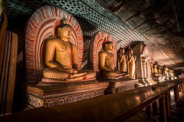 Tempio della caverna di dambull nello sri lanka