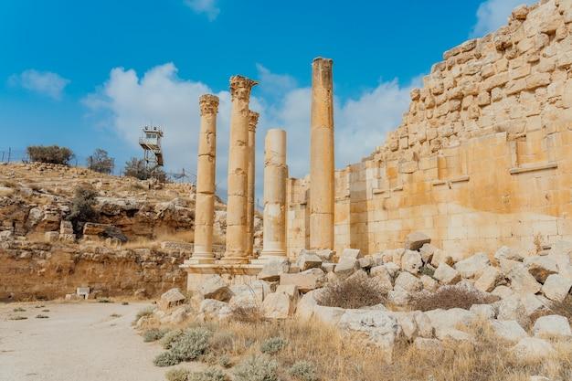 Tempio di artemide nell'antica città romana di gerasa, giorno di preselezione jerash, giordania.