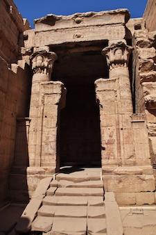 Tempio di edfu sul fiume nilo in egitto