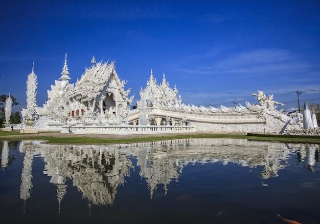 Tempio di rong khun a chiang rai thailandia